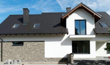 Firma Ciesielstwo – Dekarstwo Rafała Szczepańskiego specjalizuje się w układaniu pokryć dachowych z dachówki