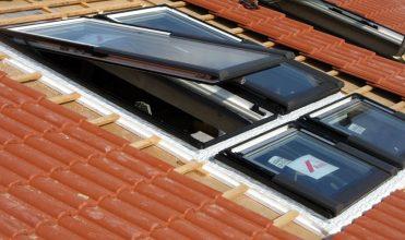 Szczelne połączenie okna z warstwą wstępnego krycia fot.okna dachowe
