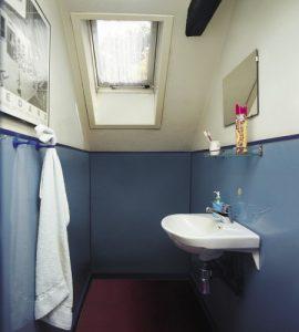 Łazienka przed remontem, Velux