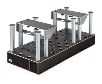 Aluminiowe nogi są wkładane w otwory w podstawie stołu zapewniając idealną powierzchnie roboczą w każdej sytuacji