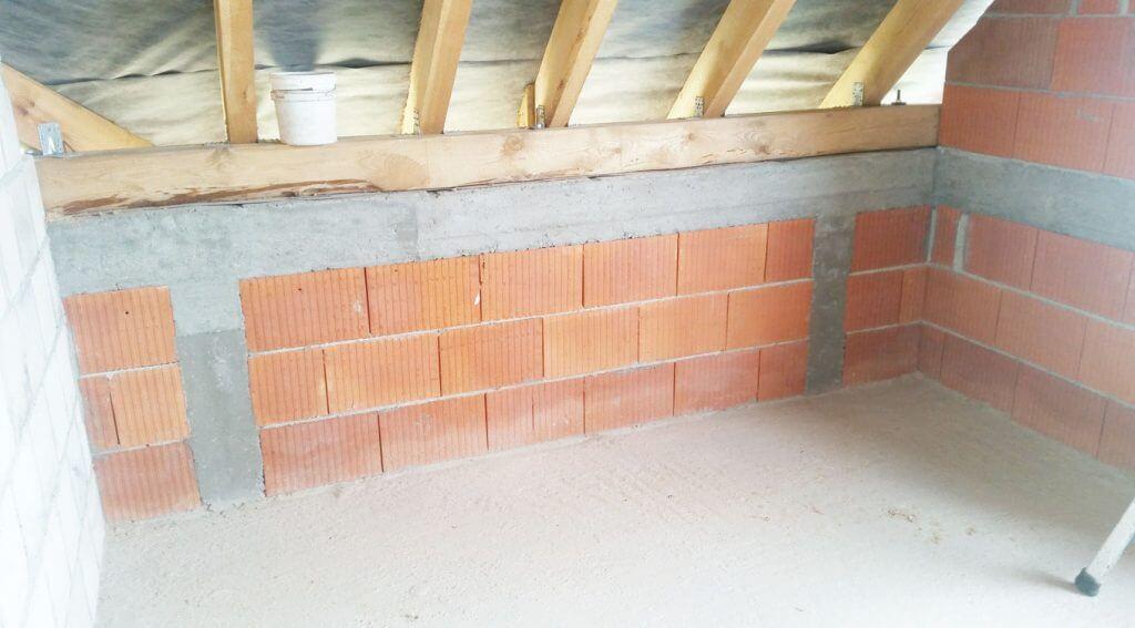 Zdj. 2. Rdzenie betonowe w murowanej ściance kolankowej
