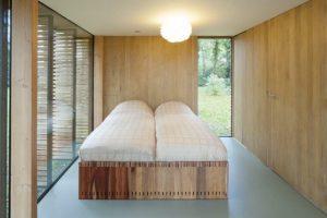 Dom letniskowy ze szkła i drewna, fot. Stijn Poelstra
