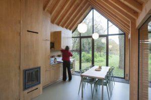 Większą część przestrzeni zajmuje pokój dzienny i kuchnia