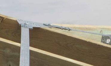 Zdj. 4. Element systemu stężenia dachu – blacha węzłowa. Zabezpieczenie dachu
