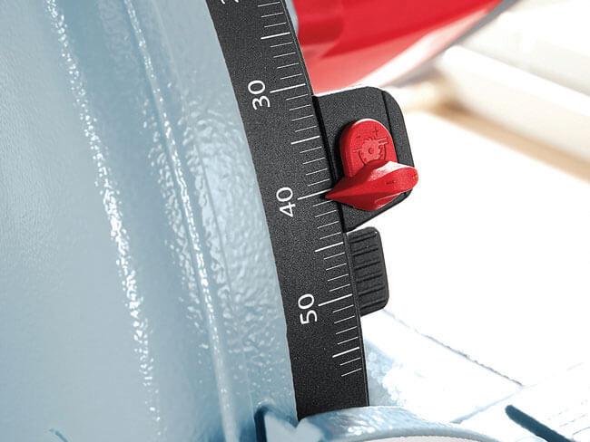 Głębokość cięcia można ustawić z milimetrową dokładnością, pilarko-zagłębiarka MT 55 cc