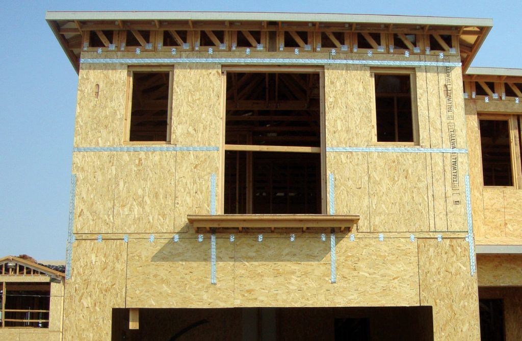 Zdj. 7. Połączenia kondygnacji z użyciem pasków perforowanych. Drewniane budynki wielorodzinne.
