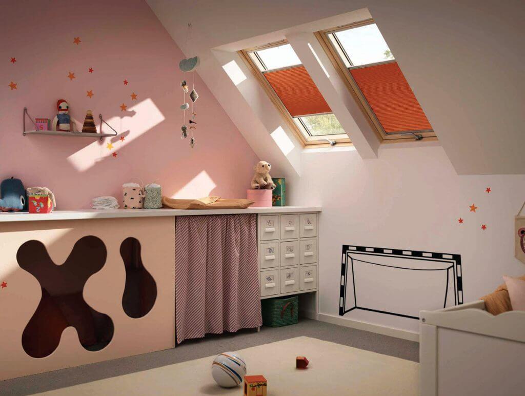 Energooszczędne okna dachowe - wszystkie modele wyposażone są w wydają wentylację z filtrami, która dostarcza do wnętrza świeże powietrze nawet przy zamkniętych oknach.