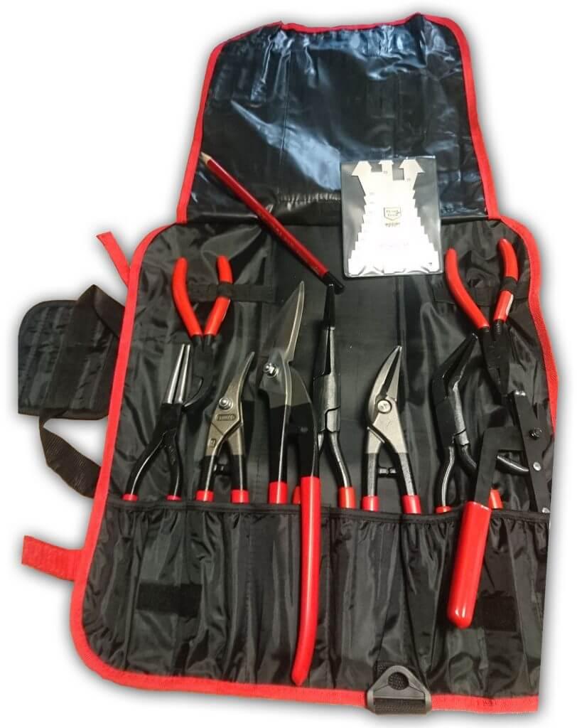 I miejsce: Komplet narzędzi dekarskich marki Stubai o wartości 2 000 zł Torba na narzędzia lub noże, ołówek, szablon, bk1 szczypce metalowe, cęgi małe 24mm, cęgi małe 20mm 45st, szpic cęgi 60mm przetykane, nożyce uniw. Lewe pcv, nożyce uniw. Prawe pcv, nożyce pelikan pcv, cęgi 80/80mm przetykane, cęgi 60mm przetykane 45st.