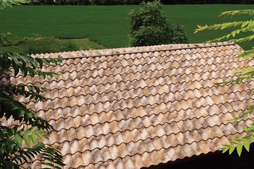 Dachówka firmy Tognana, model Tuscany, kolor Moonlight. Fot. Dachy Rustykalne