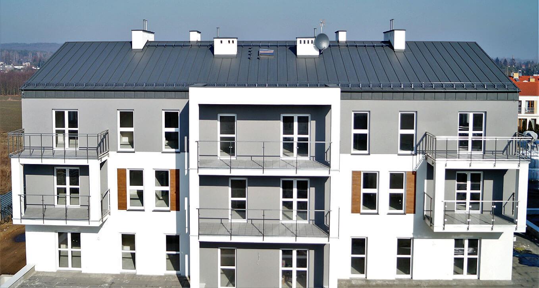 Fot. 2. Budynki pokryte rąbkiemHanbud.