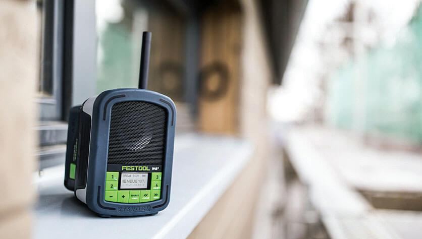 Elektronarzędzia dla budownictwa drewnianego: wytrzymałe i wodoodporne radio budowlane Festool Sysrock BR 10 DAB+