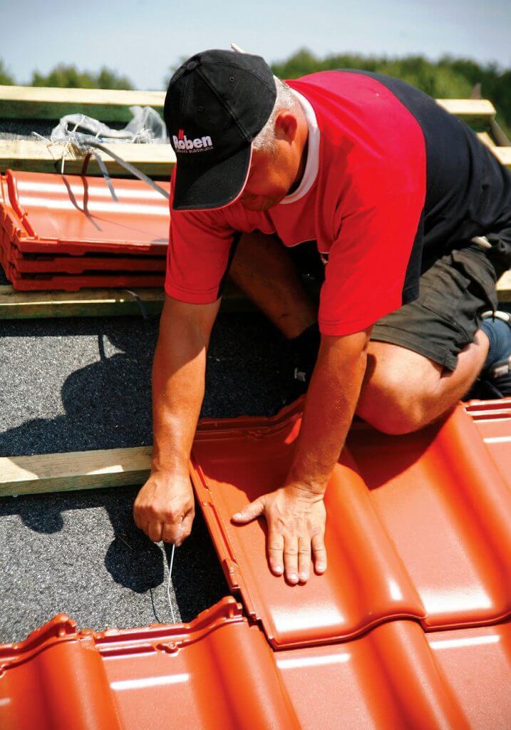Strefy obciążenia wiatrem a rodzaj i sposób układania pokrycia dachowego