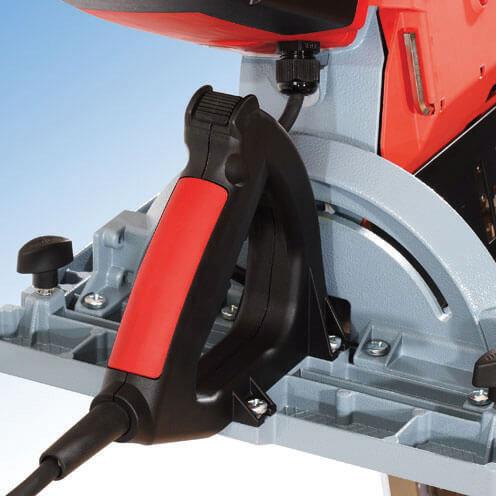 Idealnie usytuowany, miękki uchwyt zapewnia komfort użytkownika w czasie pracy. Pilarka łańcuchowa ZSX Ec HM firmy MAFELL