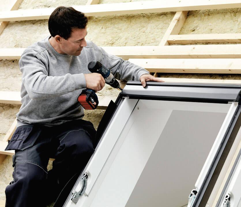 Ciepły montaż okna dachowego