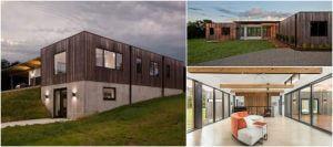 """Dom z """"miedzianego drewna"""" - Okładziny na elewacji domu wykonano z modyfikowanego termicznie jesionu amerykańskiego."""