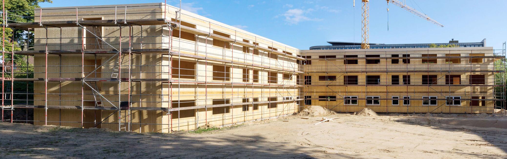 Fot. 3. Budowa 3 kondygnacyjnego szpitala dziecięcego w technologii HBE. Schwerin/Niemcy. Rok 2017 -odporność ogniowa konstrukcji drewnianych