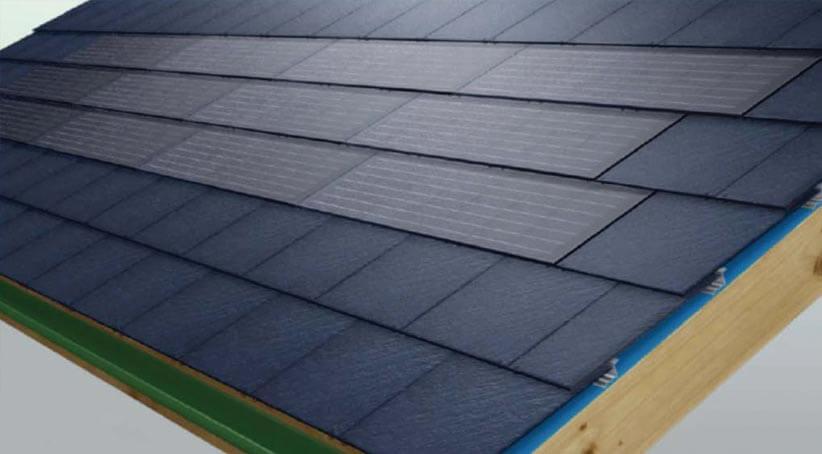 System może zostać wyposażony w specjalne, systemowe panele fotowoltaiczne. Panele produkowane są specjalnie dla tego systemu, przez co są idealnie dopasowane i zapewniają niezwykle spójną estetykę w połączeniu z łupkiem.