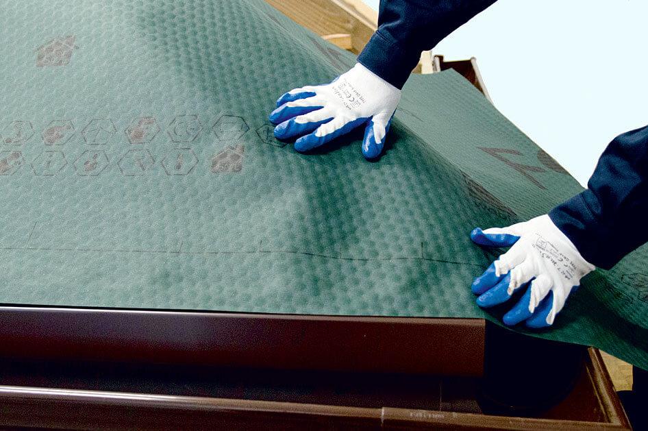 Fot. 3. Montaż membrany FOCUS210. Akcesoria dachowe WABIS
