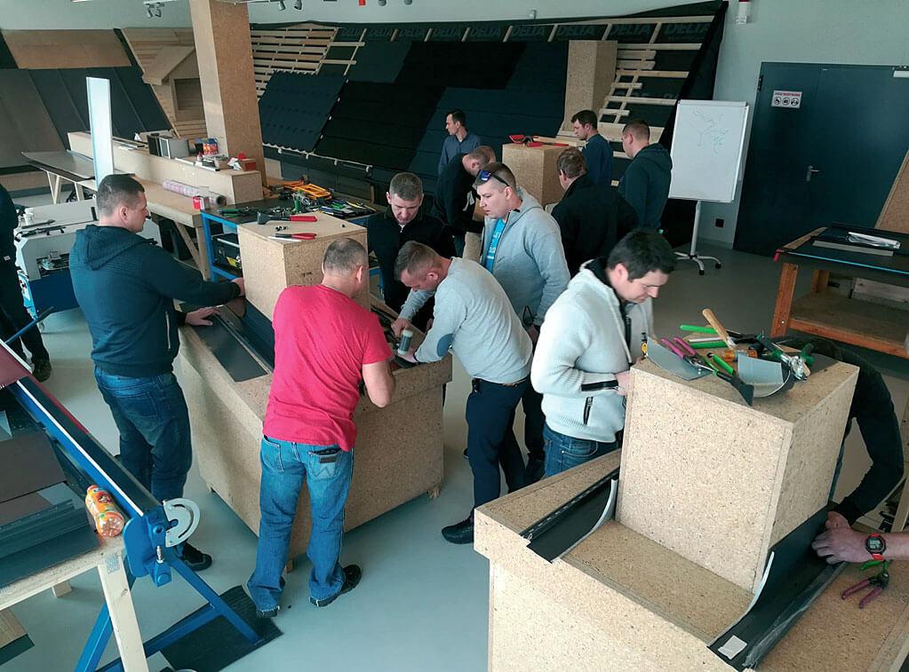 Szkolenie praktyczne z obróbki komina, Centrum Szkoleniowe w siedzibie firmy w Dębicy, modelarnia, firma Dach System z Radzymina - szkolenia dekarskie