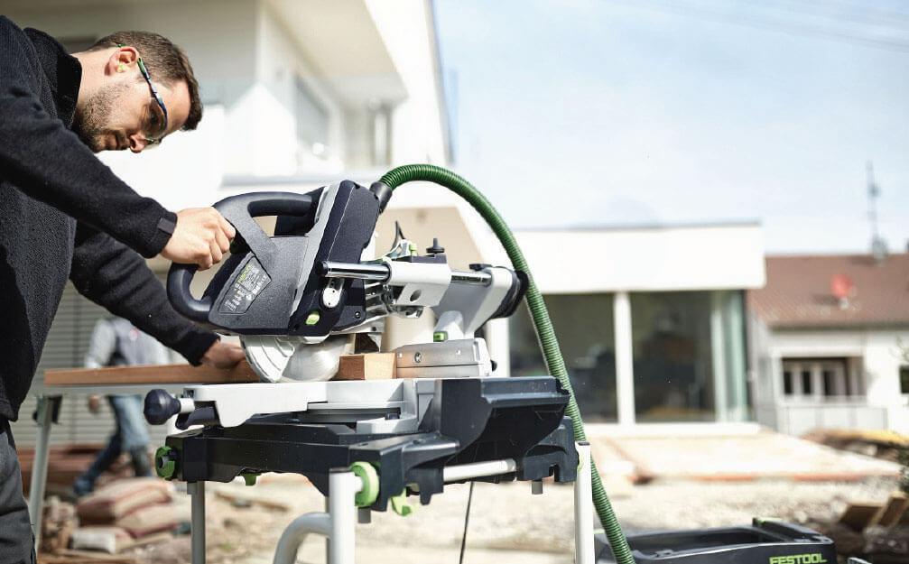 Fot. 3. KAPEX KS 60 Festool to mobilna, poręczna, a zarazem niezwykle precyzyjna i elastyczna ukośnica przeznaczona do zastosowania w budownictwie drewnianym.