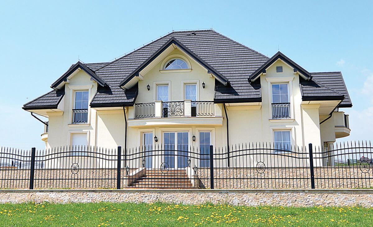 GERARD ROOFING SYSTEMS to kompletny system pokrycia dachu, wykonany z trwałej blachodachówki z posypką wulkaniczną.