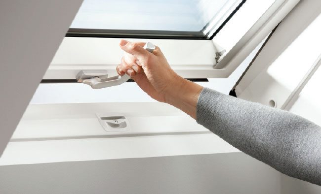 Okna drewniano-poliuretanowe VELUX - poznaj zalety