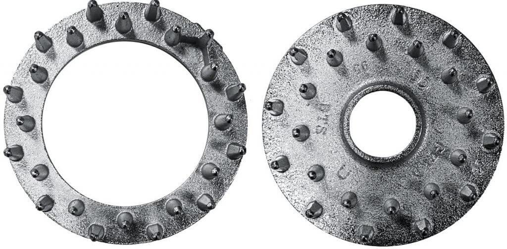 Zdj. 3. Otwory na śrubę w pierścieniach dwustronnych i jednostronnych.