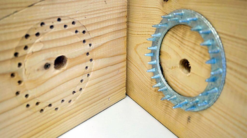 Zdj. 5. Pierścień Geka po zagłębieniu w elemencie drewnianym.