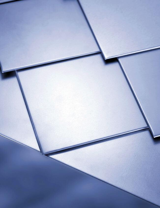 Powłoka Poliestrowa PS25 na panelu dachowym KARO firmy Blachy Pruszyński z 10-letnią gwarancją