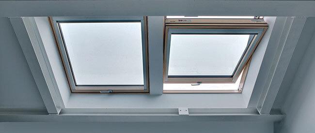 W obiekcie zastosowano okna dachowe FTT U8 Thermo o współczynniku przenikania ciepła Uw = 0,58 W/m²K.