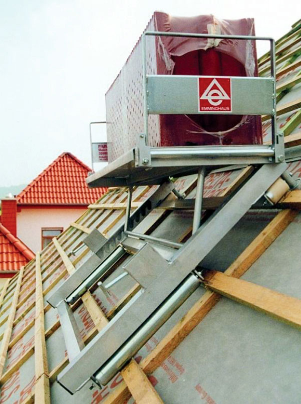 Rozdzielacz dachówek 1-rzędowy. Kąt ustawienia platformy rozdzielacza może być dostosowany do nachylenia dachu. Powierzchnia ładunkowa: 430 x 1200 mm, ładowność: 200 kg. Wymiary: 1330 x 910 x 210 mm (W / L / H). Waga netto: 23 kg.