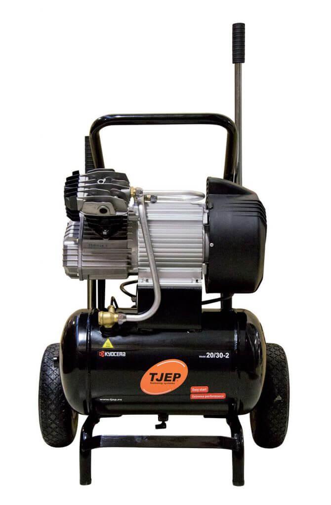 Fot. 2. Kompresor TJEP 20/30 – 2 w formie wózka do wygodnego przemieszczania na budowie.