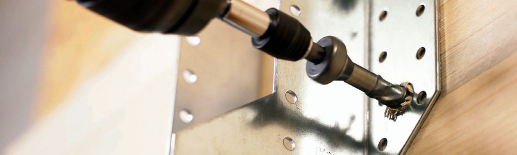 Zdj. 8. Innowacyjny sposób montażu złączy ciesielskich z użyciem wkrętów SSH.