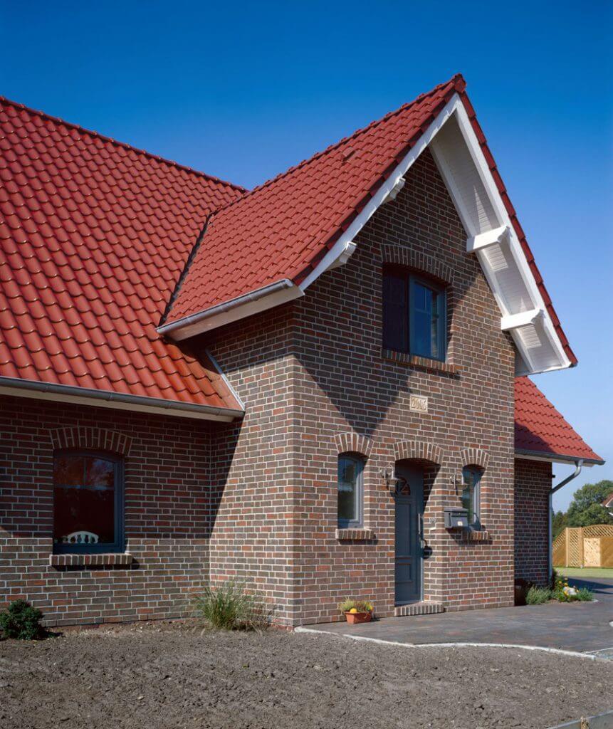 Dom z dachówką Bornholm.