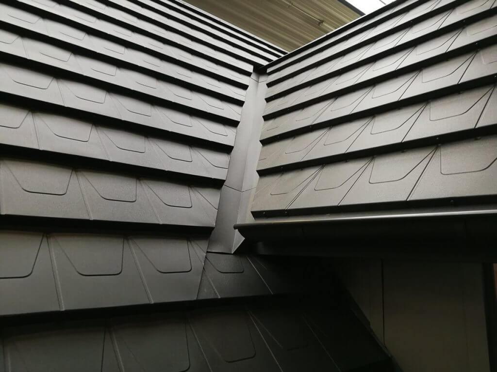 Panel dachowy płaski oraz rynna koszowa Blachy Pruszyński