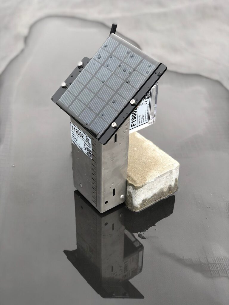 2. Detektor Spiętrzenia Wody zainstalowany na dachu płaskim.