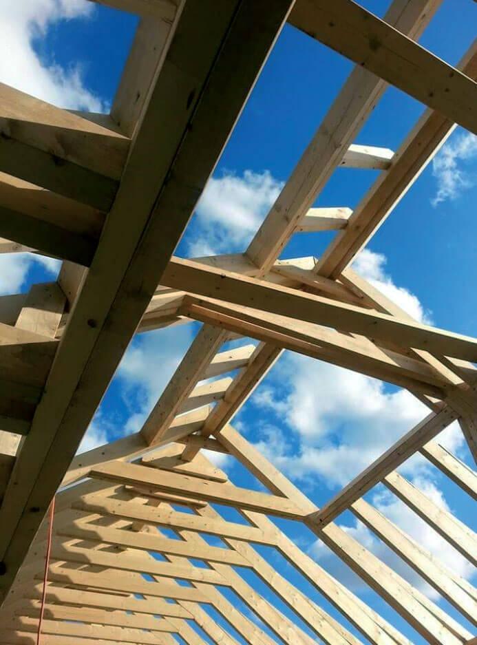 Certyfikowane drewno konstrukcyjne – komu się opłaca?