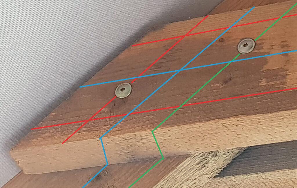Zdj. 4. Zasady rozmieszczenia wkrętów w połączeniu jętki z krokwią (opis w tekście).