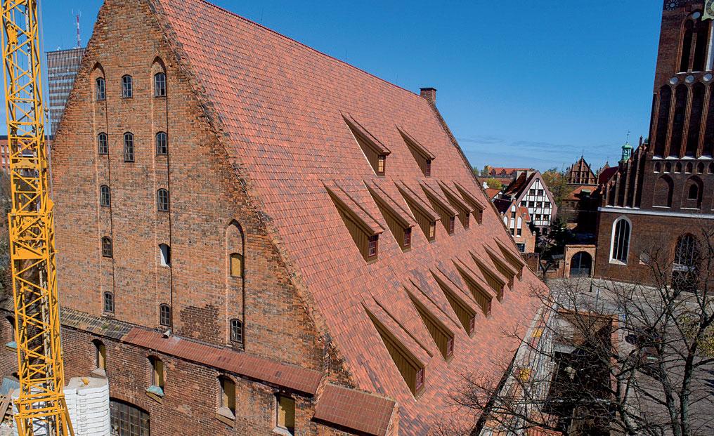 Renowacja zabytkowego młyna w Gdańsku dachówką mnich-mniszka SanMarco